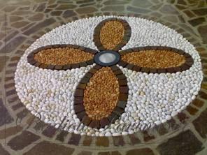 pavimento in porfido con disegno in ciottoli realizzato a Brembate, Bergamo