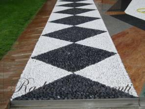 pavimento in pietra naturale ciottoli bianchi e neri
