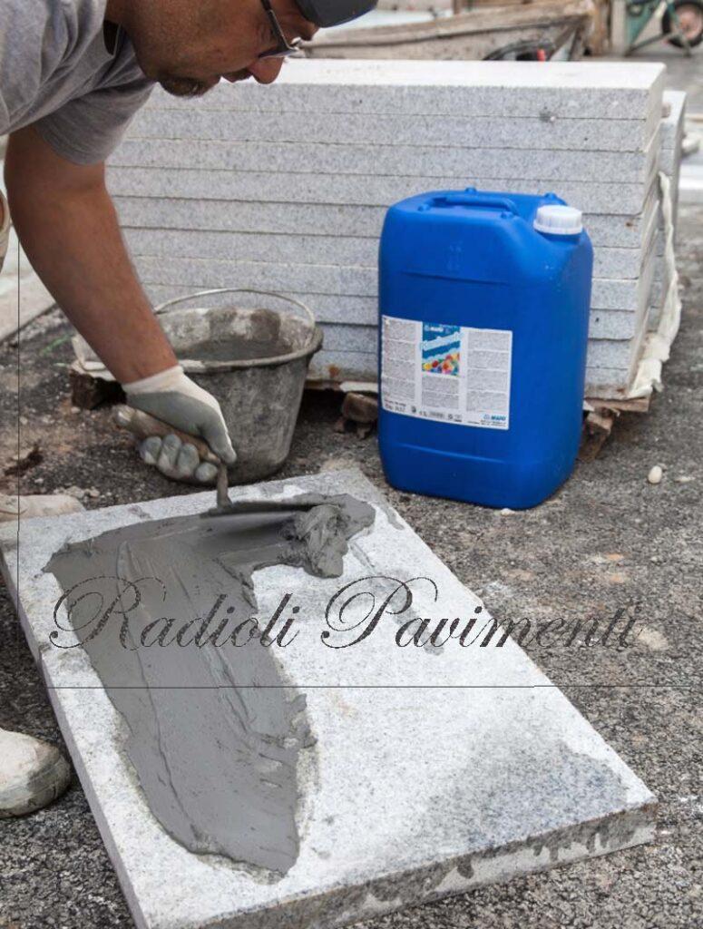 lavori di posa di pavimentazione in pietra