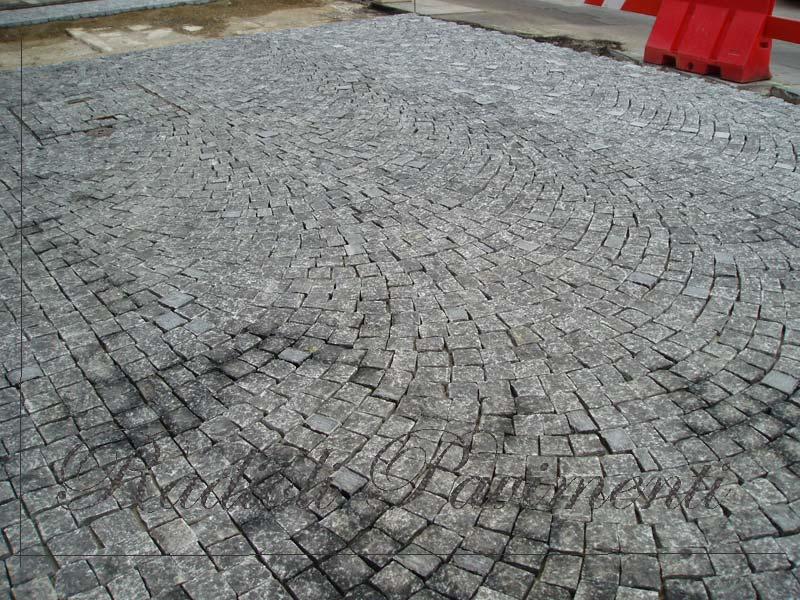 pavimentazione esterna in cubetti di beola grigia
