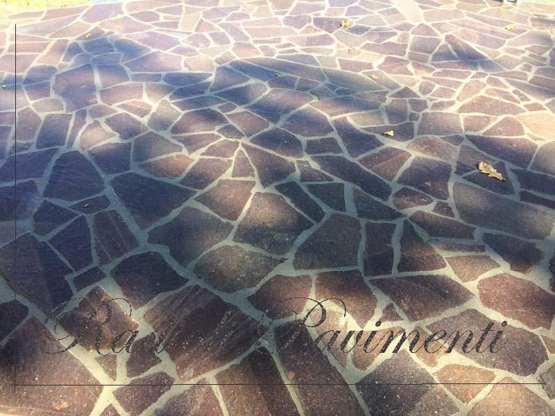 pavimentazione in porfido a spacco mosaico