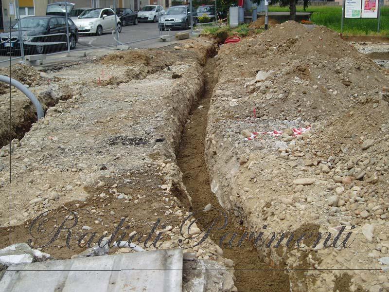 Demolizioni scavi sottofondi e impianti in cantiere stradale