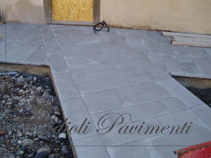 pavimentazione in lastre di pietra di Sarnico